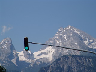 traffic lights in the mountains