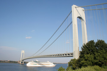 crusie under verrazano