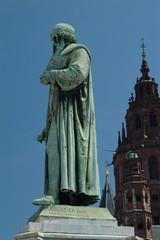 johannes gutenberg statue