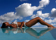 détente à la piscine 1