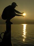 Fototapety holding the sun