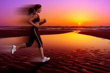 läuft und Sonnenuntergang