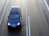 geschwindigkeit (auto in bewegung) poster