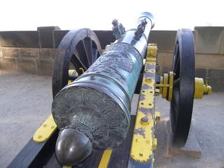 historische kanone auf einer festung