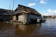 maison flottante sur l'amazone