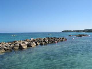 aqua water w/rocks