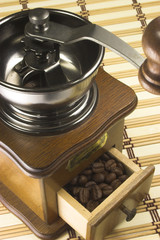 vintage coffe grinder