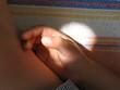 la main de l'enfant
