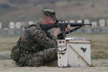 us marine firing m-16