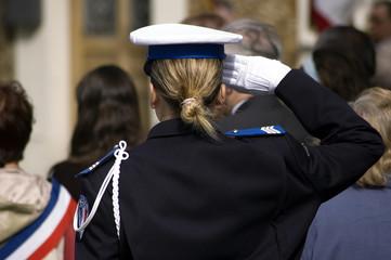 salut femme policier