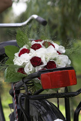 weddingbouquet on the bike