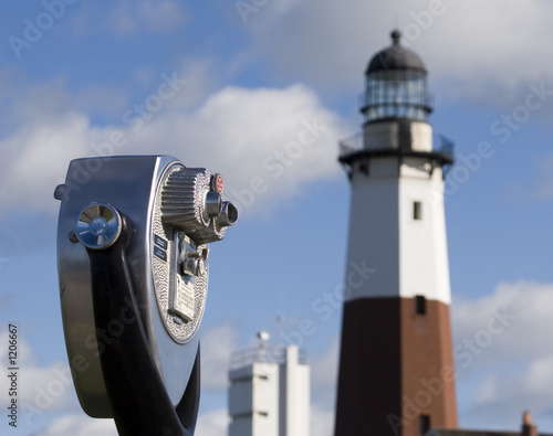 binoculars and lighthouse