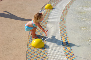 todler poolside play