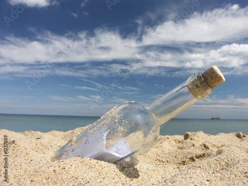 Leinwanddruck Bild message in the bottle