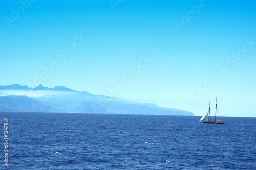 canvas print picture arriving at the island