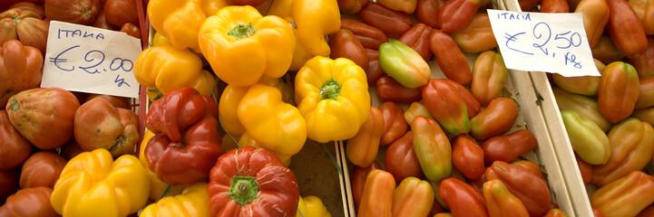 tomates et poivrons en vrac