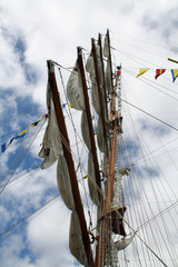 booms on the mast