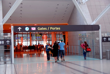 people gate airport