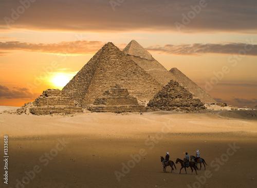 Leinwanddruck Bild pyramids fantasy