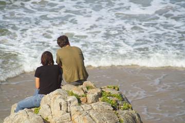 couple regardant la mer