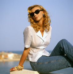 jeans&sunglasses