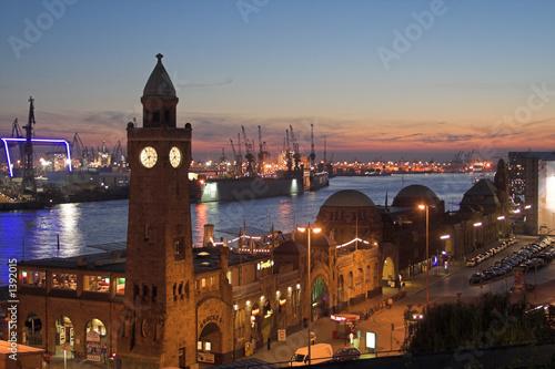 hamburg harbour night