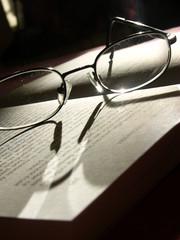 lunettes et livre