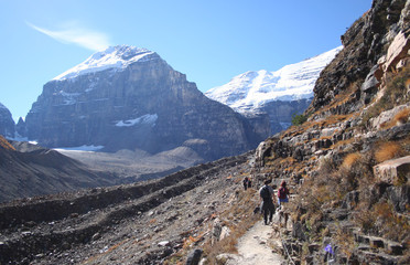 couple hiking canadian rockies