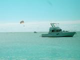 bateau de plaisance et parachute ascentionnel poster