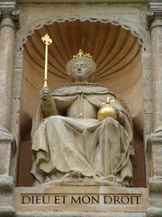 statue of queen elizabeth 1