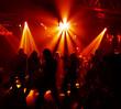 silhouetten von jungen discobesuchern