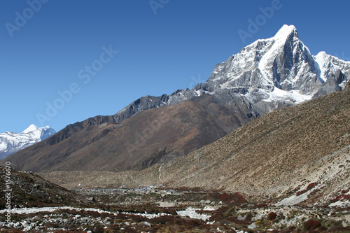 dingboche and taboche peak