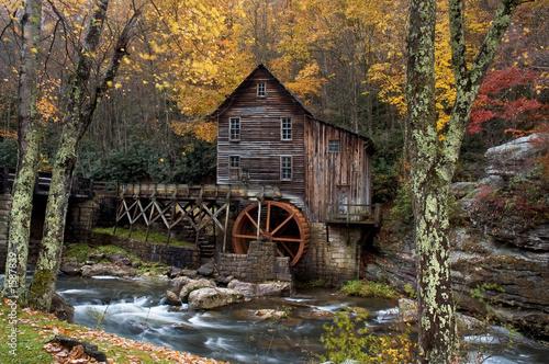 Foto op Plexiglas Cultuur autumn at the grist mill
