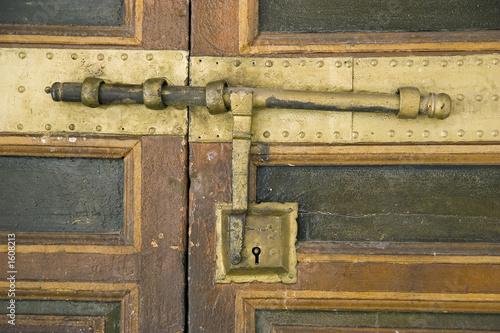 verrou d'une porte de riad ou palais au maroc