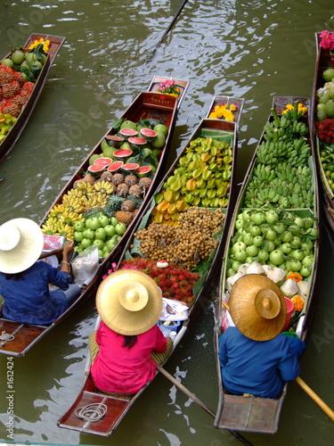 mata magnetyczna floating market in bangkok