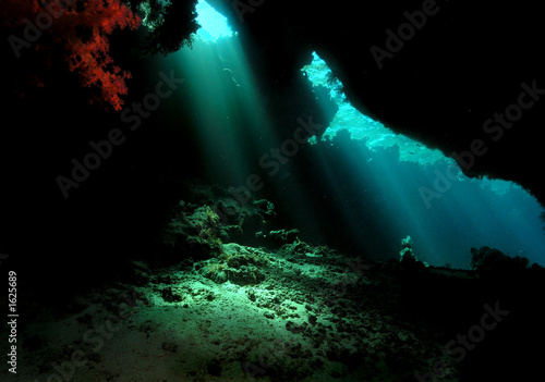 Papiers peints Recifs coralliens underwater cave