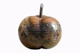 pomme en bois décorée poster