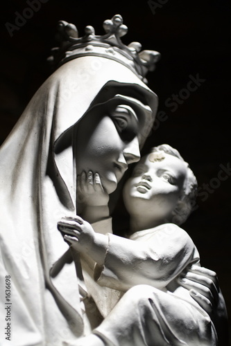 virgin mary and child - 1636698