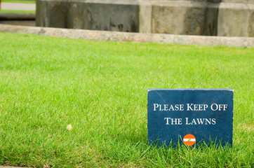 please keep off the lawns - sign