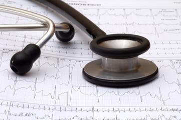 fonendoscopio y electrocardiograma