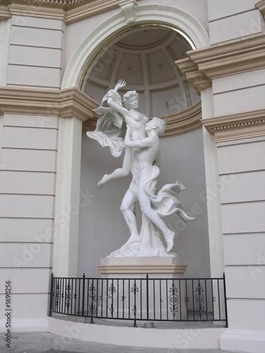 monte carlo nude lovers statue