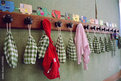 porte manteaux ecole maternelle