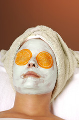 spa organic facial masque with orange eye pads