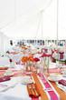 Варианты украшений свадебного банкетного зала, описанные в данной статье...