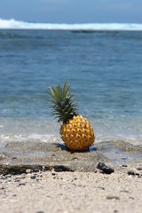 ananas et lagon
