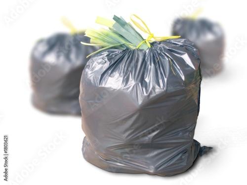 Trois poubelles gaspillage consommation from olivier le - Poubelle trois compartiments ...