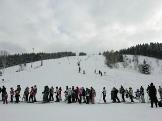 ski people waiting