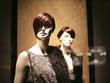 deux mannequins dans une vitrine