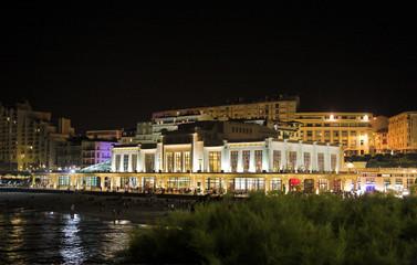 biarritz bei nacht