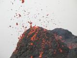 explosion de lave au sommet du cratère poster